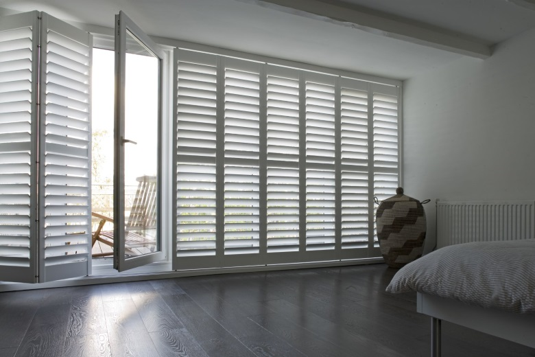 white wooden shutters without center tiltrod also known as silentview with railsystem